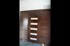 nowoczesne-drzwi-fornirowane-polysk-obudowana-sciana-3