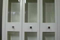 biale-szafki-lakierowane-2-oszklone