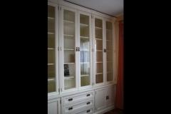 biala-lakierowana-biblioteka-stylowa-z-biurkiem-3