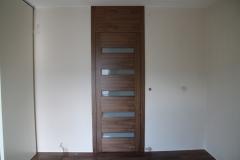 nowoczesne-drzwi-fornirowane-z-przeswitami-1