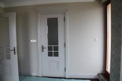 biale-stylowe-drzwi-wewnetrzne-z-fazowanym-szklem-2